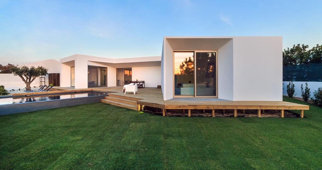 Czas budowy domu jest nie tylko ekstrawagancki ale dodatkowo wyjątkowo skomplikowany.