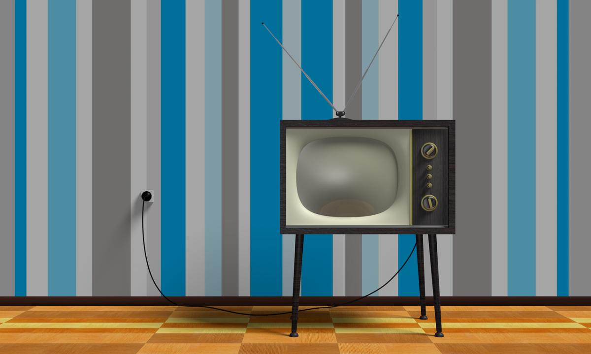 Rodzinny relaks przed tv, lub niedzielne serialowe popołudnie, umila nam czas wolny ,a także pozwala się zrelaksować.